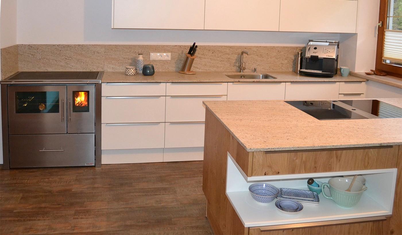 Holzofen in kuche integrieren sekondicom for Holzofen küche